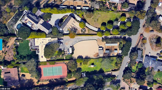 Loạt ảnh vệ tinh về khung cảnh hoang tàn tại nhà Miley Cyrus và nhiều sao khác sau đám cháy rừng ở California - Ảnh 5.
