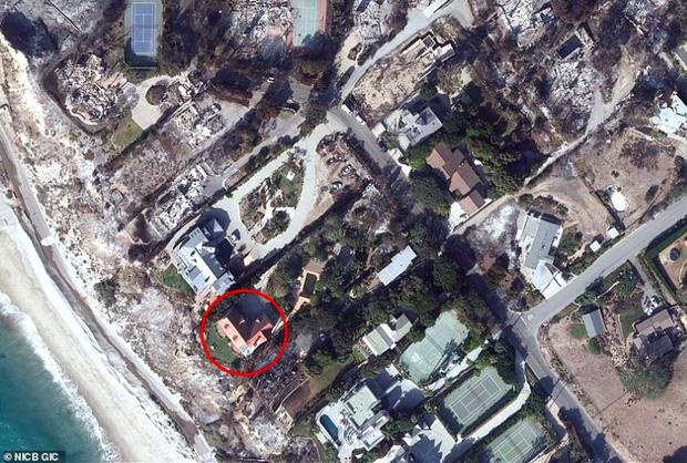 Loạt ảnh vệ tinh về khung cảnh hoang tàn tại nhà Miley Cyrus và nhiều sao khác sau đám cháy rừng ở California - Ảnh 13.