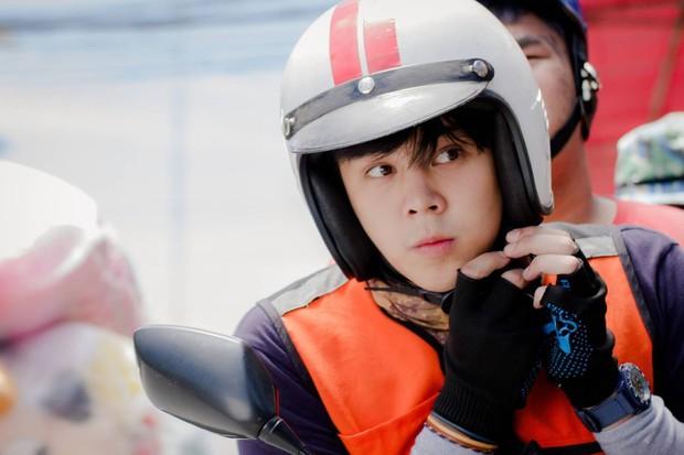 Chán làm giám khảo The Face, nam thần Thái Lan Peach Pachara Chirathivat nổi hứng chạy xe ôm kiếm sống - Ảnh 2.