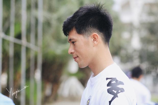 Trần Đình Trọng - Thanh niên nghiêm túc dùng cả thanh xuân để bỏ áo vào quần trên sân đấu - Ảnh 8.