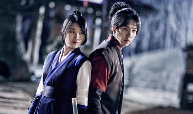 """Chán melodrama, lưu ngay danh sách các phim Hàn """"nặng đô"""" hơn sắp đổ bộ! - Ảnh 8."""