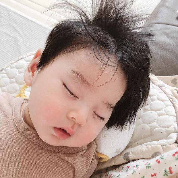 Cậu bé Hàn Quốc với quả đầu chôm chôm đáng yêu đến mức ai cũng muốn đem về nuôi - Ảnh 7.