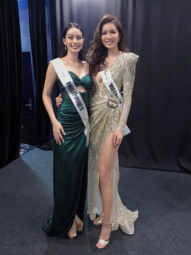Người đẹp đại diện Phillippines diện váy dạ hội của Minh Tú, thân thiết chụp hình chung tại hậu trường Miss Supranational 2018 - Ảnh 1.