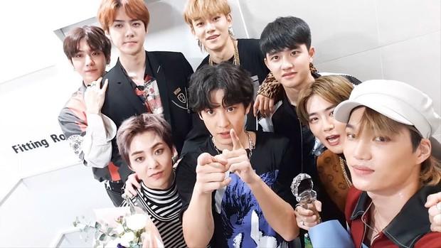 BXH Album Billboard: EXO và BTS thống trị những thứ hạng cao nhất, TWICE bất ngờ mất hút khỏi top 10 - Ảnh 1.
