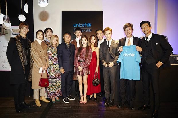 SM tổ chức đêm từ thiện cho trẻ em Việt Nam: Nữ thần Irene đọ sắc với dàn mỹ nhân, Siwon phong độ bên SHINee, NCT - Ảnh 4.