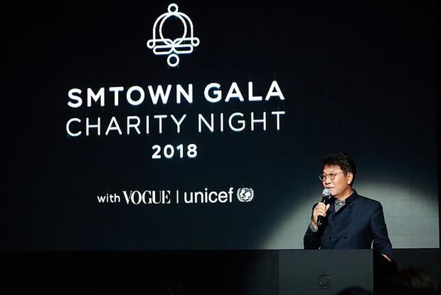 SM tổ chức đêm từ thiện cho trẻ em Việt Nam: Nữ thần Irene đọ sắc với dàn mỹ nhân, Siwon phong độ bên SHINee, NCT - Ảnh 2.