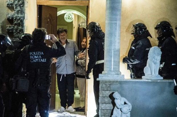 Italy tịch thu tài sản của băng nhóm mafia khét tiếng tại Rome - Ảnh 1.