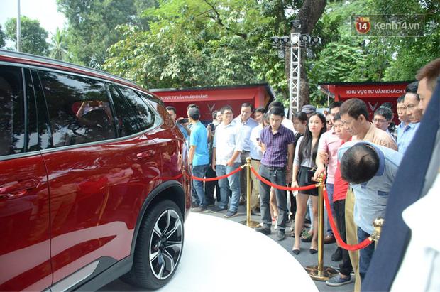 Ra mắt xe VinFast ngày thứ 2: Khách hàng hào hứng vì mua được xe - Ảnh 9.