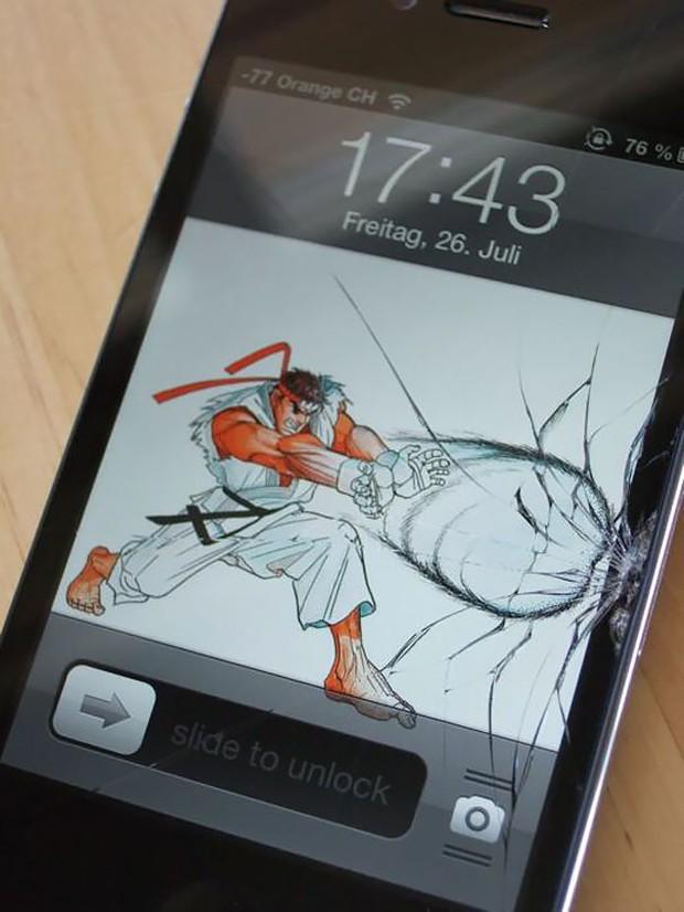 12 cách sửa smartphone vỡ màn hình cực kỳ sáng tạo, không tốn tiền mà còn rất ngầu - Ảnh 1.