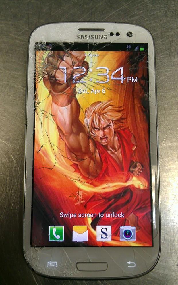 12 cách sửa smartphone vỡ màn hình cực kỳ sáng tạo, không tốn tiền mà còn rất ngầu - Ảnh 7.