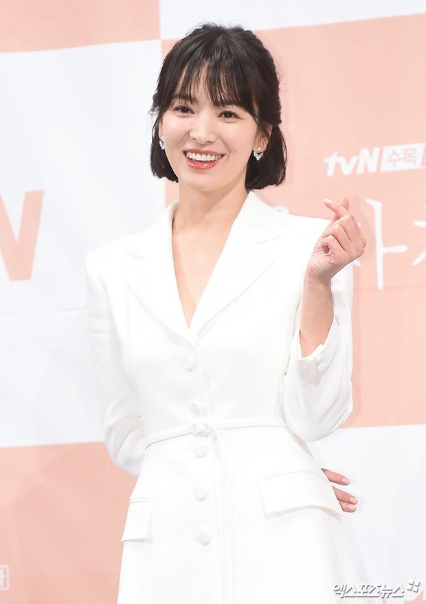Song Hye Kyo đập tan tin đồn bầu bí nhờ body lột xác, đẹp đỉnh cao bên Park Bo Gum tại sự kiện hot nhất hôm nay - Ảnh 6.