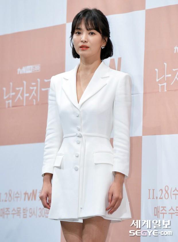 Song Hye Kyo đập tan tin đồn bầu bí nhờ body lột xác, đẹp đỉnh cao bên Park Bo Gum tại sự kiện hot nhất hôm nay - Ảnh 4.