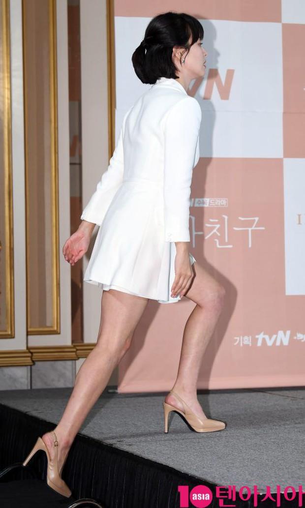 Song Hye Kyo đập tan tin đồn bầu bí nhờ body lột xác, đẹp đỉnh cao bên Park Bo Gum tại sự kiện hot nhất hôm nay - Ảnh 2.