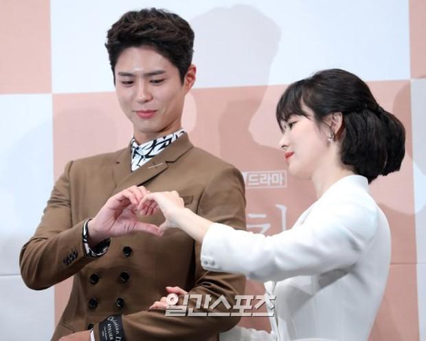 Song Hye Kyo đập tan tin đồn bầu bí nhờ body lột xác, đẹp đỉnh cao bên Park Bo Gum tại sự kiện hot nhất hôm nay - Ảnh 16.