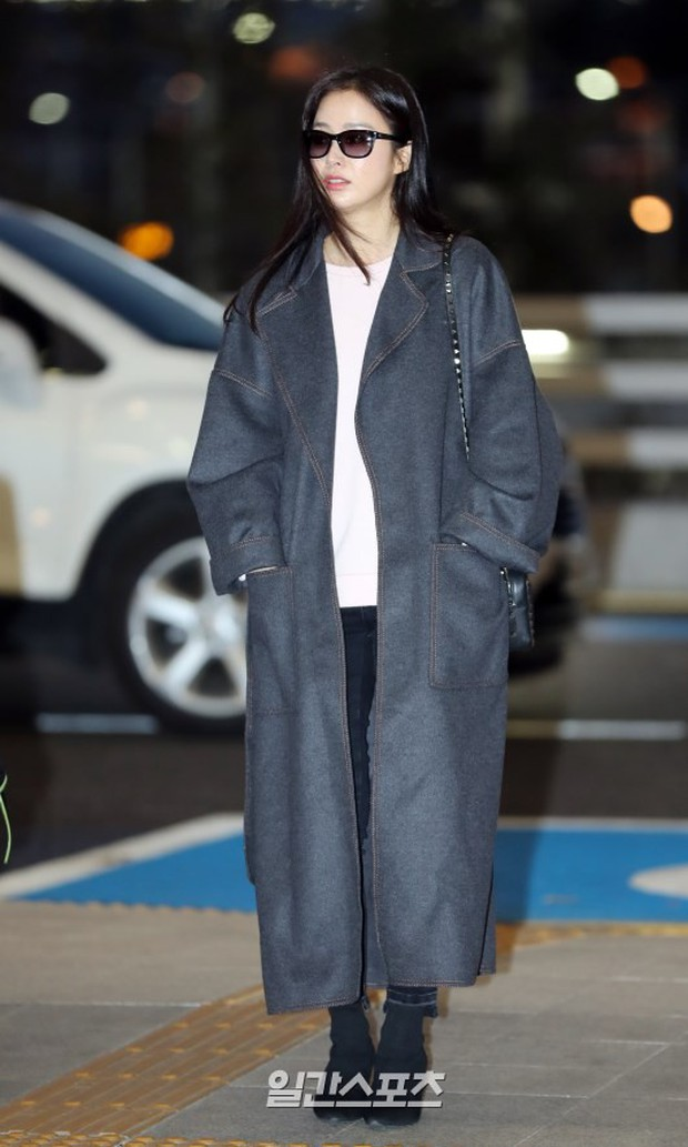 Kim Tae Hee đẹp rạng rỡ trên đường sang Việt Nam, ông xã Bi Rain cũng bất ngờ có mặt tại sân bay - Ảnh 3.