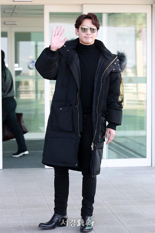 Kim Tae Hee đẹp rạng rỡ trên đường sang Việt Nam, ông xã Bi Rain cũng bất ngờ có mặt tại sân bay - Ảnh 12.
