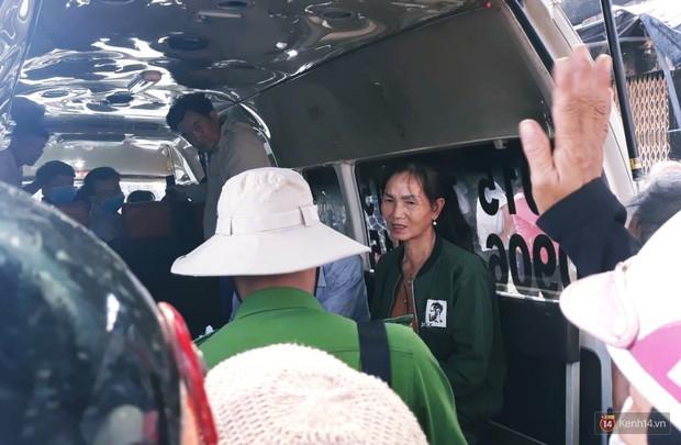 """Vụ cháy xe bồn khiến 6 người chết ở Bình Phước: """"Nhiều người chạy thoát rồi quay lại gào khóc, khung cảnh lúc đó tang thương lắm"""" - Ảnh 3."""