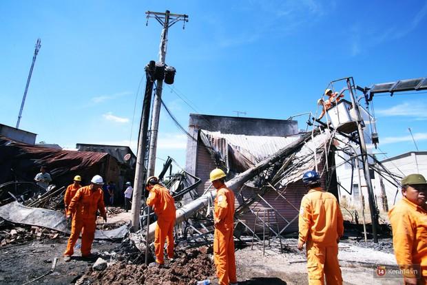 Hiện trường đổ nát sau vụ cháy kinh hoàng ở Bình Phước khiến 6 người tử vong, trong đó có 2 trẻ nhỏ - Ảnh 7.