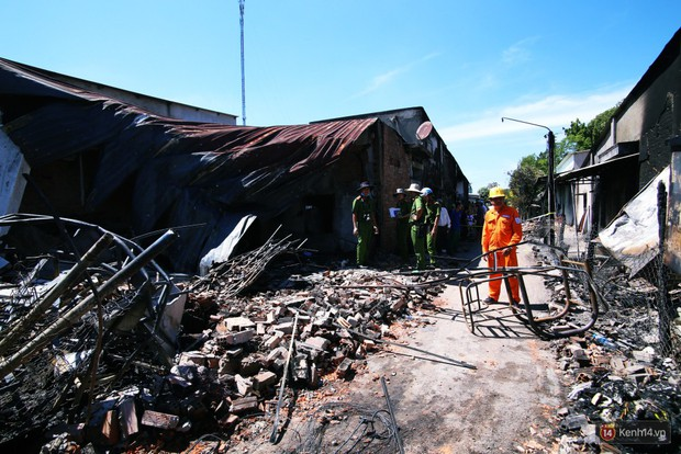 Xe bồn chạy vận tốc 99km/h khi xảy ra va chạm với xe ba gác, gây cháy 19 căn nhà và làm 6 người chết ở Bình Phước - Ảnh 1.