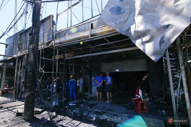 Hiện trường đổ nát sau vụ cháy kinh hoàng ở Bình Phước khiến 6 người tử vong, trong đó có 2 trẻ nhỏ - Ảnh 4.