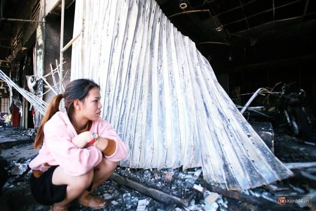 Hiện trường đổ nát sau vụ cháy kinh hoàng ở Bình Phước khiến 6 người tử vong, trong đó có 2 trẻ nhỏ - Ảnh 16.