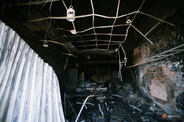Hiện trường đổ nát sau vụ cháy kinh hoàng ở Bình Phước khiến 6 người tử vong, trong đó có 2 trẻ nhỏ - Ảnh 18.