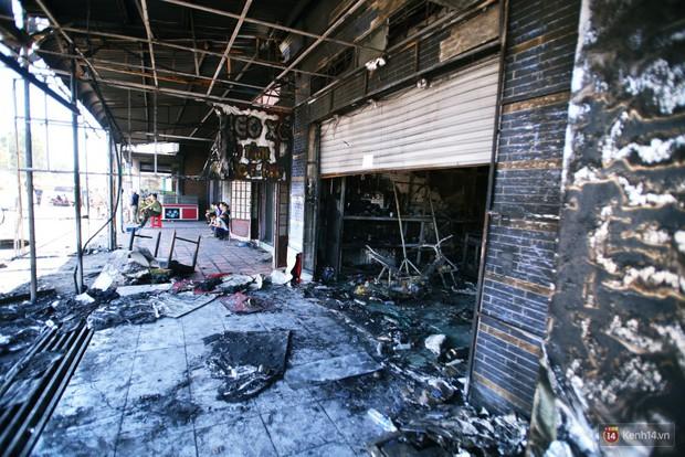 Hiện trường đổ nát sau vụ cháy kinh hoàng ở Bình Phước khiến 6 người tử vong, trong đó có 2 trẻ nhỏ - Ảnh 19.