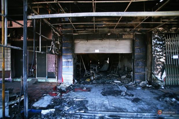 Hiện trường đổ nát sau vụ cháy kinh hoàng ở Bình Phước khiến 6 người tử vong, trong đó có 2 trẻ nhỏ - Ảnh 14.