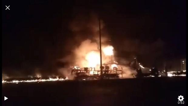 Thông tin chính thức vụ xe bồn chở xăng lao vào nhà dân khiến 6 người chết, 19 căn nhà cháy rụi - Ảnh 1.