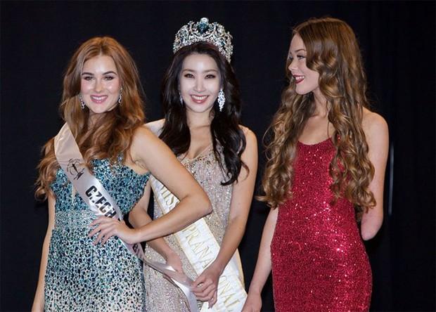 Vượt qua mặc cảm, người đẹp khuyết tật tự tin khoe sắc tại Hoa hậu Siêu quốc gia 2018 - Ảnh 1.