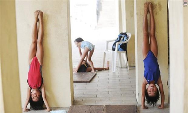 Bên trong những lớp học huấn luyện thể thao, nghệ thuật khắc nghiệt đến kinh hoàng tại Trung Quốc - Ảnh 12.