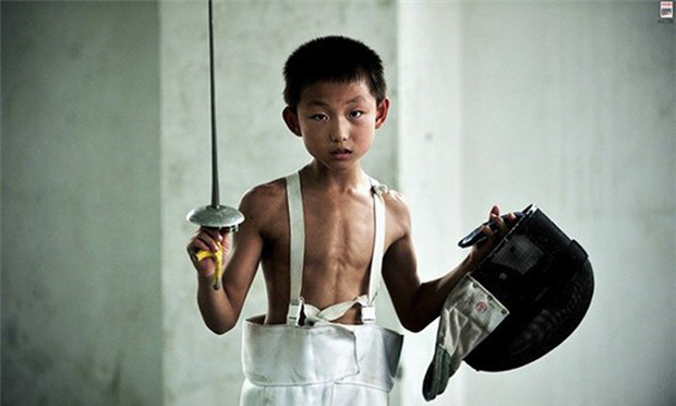 Bên trong những lớp học huấn luyện thể thao, nghệ thuật khắc nghiệt đến kinh hoàng tại Trung Quốc - Ảnh 13.
