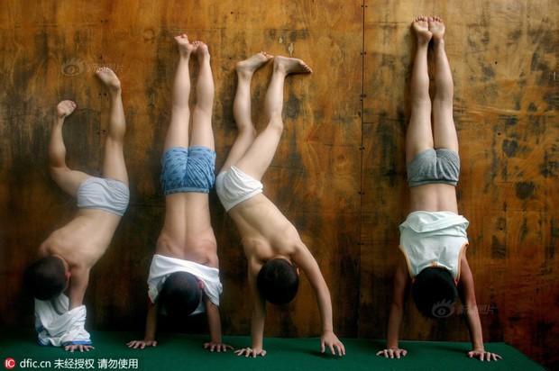 Bên trong những lớp học huấn luyện thể thao, nghệ thuật khắc nghiệt đến kinh hoàng tại Trung Quốc - Ảnh 16.