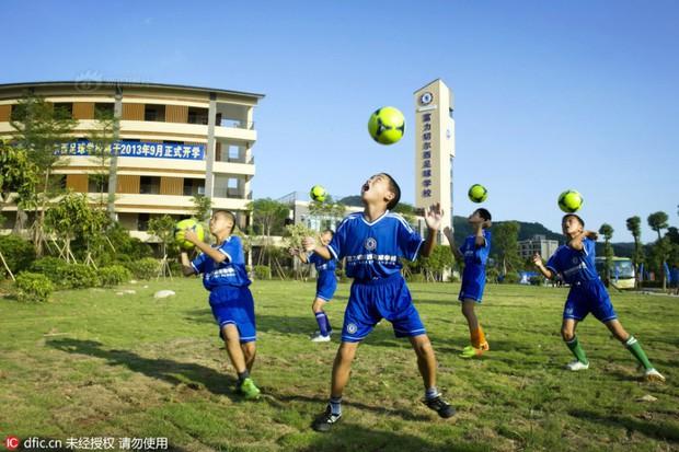 Bên trong những lớp học huấn luyện thể thao, nghệ thuật khắc nghiệt đến kinh hoàng tại Trung Quốc - Ảnh 15.
