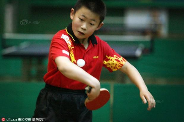 Bên trong những lớp học huấn luyện thể thao, nghệ thuật khắc nghiệt đến kinh hoàng tại Trung Quốc - Ảnh 17.