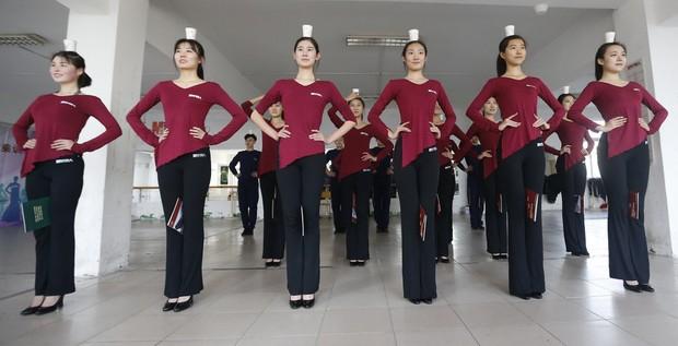 Bên trong những lớp học huấn luyện thể thao, nghệ thuật khắc nghiệt đến kinh hoàng tại Trung Quốc - Ảnh 22.