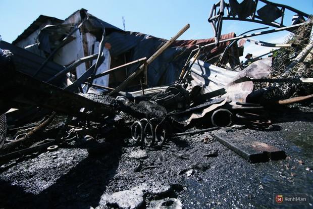 """Vụ cháy xe bồn khiến 6 người chết ở Bình Phước: """"Nhiều người chạy thoát rồi quay lại gào khóc, khung cảnh lúc đó tang thương lắm"""" - Ảnh 7."""