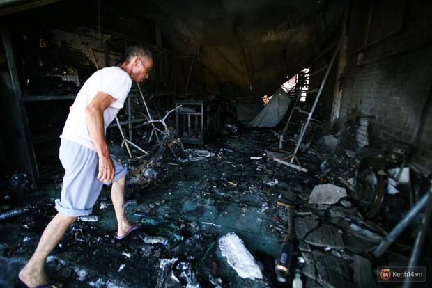 """Vụ cháy xe bồn khiến 6 người chết ở Bình Phước: """"Nhiều người chạy thoát rồi quay lại gào khóc, khung cảnh lúc đó tang thương lắm"""" - Ảnh 8."""