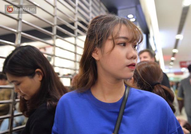 Vỡ trận ngày Black Friday ở TTTM Hà Nội: Hàng trăm người luồn lách qua khe cửa để mua hàng - Ảnh 6.