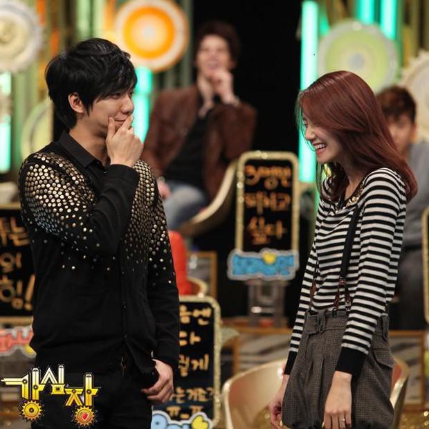 Sao nữ Hàn Quốc khi bị nhắc tới tình cũ trên show thực tế: Người vui vẻ, kẻ bật khóc - Ảnh 1.