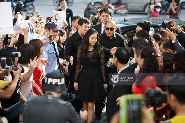 Nữ thần Kim Tae Hee quá xuất thần, thể hiện đẳng cấp mỹ nhân đẹp nhất xứ Hàn tại sự kiện Hà Nội - Ảnh 2.