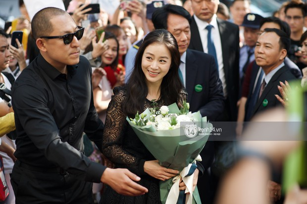Nữ thần Kim Tae Hee quá xuất thần, thể hiện đẳng cấp mỹ nhân đẹp nhất xứ Hàn tại sự kiện Hà Nội - Ảnh 5.