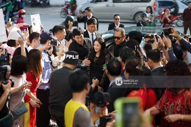 Nữ thần Kim Tae Hee quá xuất thần, thể hiện đẳng cấp mỹ nhân đẹp nhất xứ Hàn tại sự kiện Hà Nội - Ảnh 3.