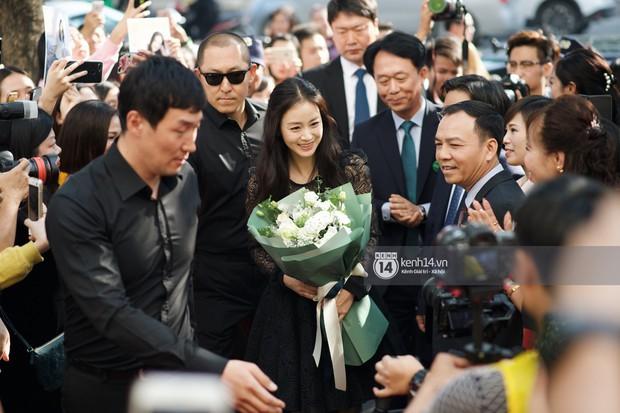 Nữ thần Kim Tae Hee quá xuất thần, thể hiện đẳng cấp mỹ nhân đẹp nhất xứ Hàn tại sự kiện Hà Nội - Ảnh 4.