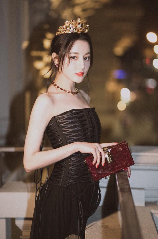 Giữa bão scandal D&G, Địch Lệ Nhiệt Ba bất ngờ xóa bài viết khoe đoạt giải Thị Hậu Kim Ưng vì lý do liên quan - Ảnh 3.