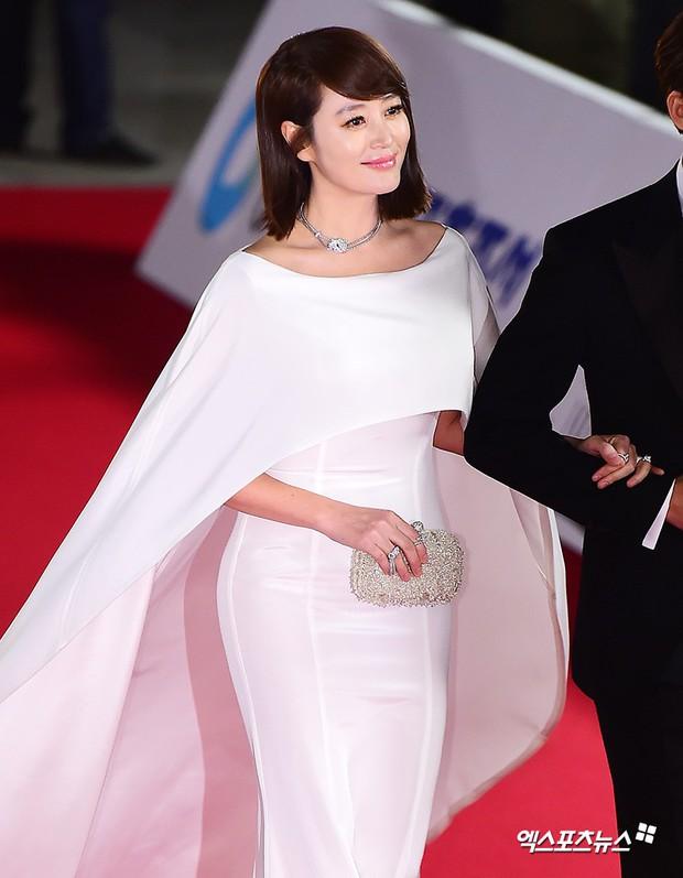 Thảm đỏ Rồng Xanh 2018: Kim So Hyun lấn át cả chị đại nhờ lột xác, Park Bo Young dọa fan giữa dàn siêu sao xứ Hàn - Ảnh 3.