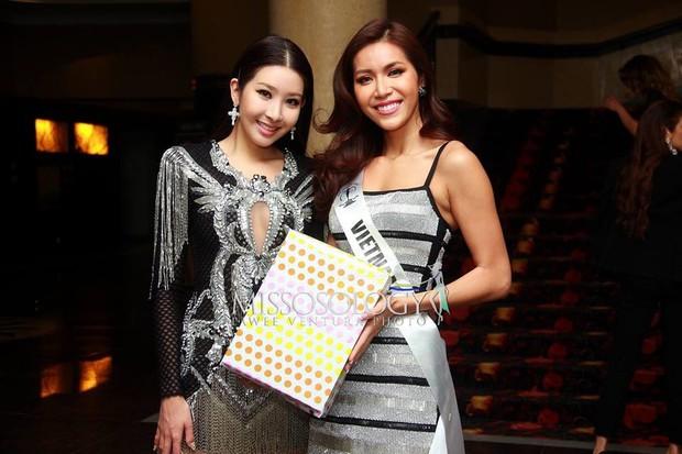 Minh Tú lại ghi điểm khi mang món quà này tặng đương kim Hoa hậu Siêu quốc gia trong tiệc sinh nhật - Ảnh 2.