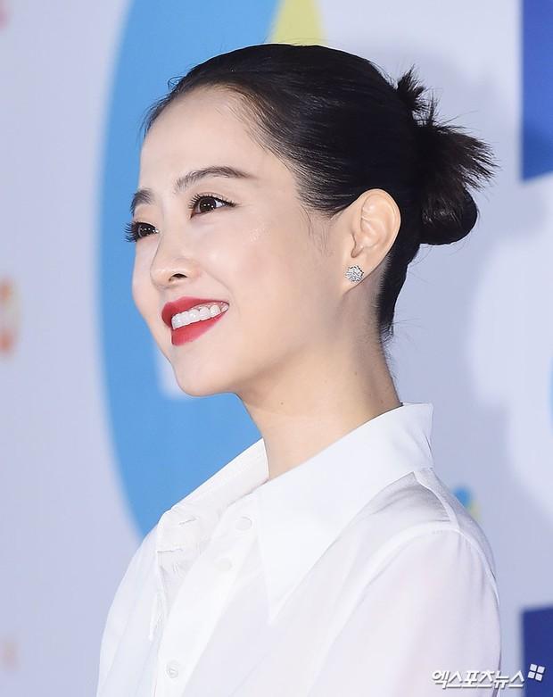 Thảm đỏ Rồng Xanh 2018: Kim So Hyun lấn át cả chị đại nhờ lột xác, Park Bo Young dọa fan giữa dàn siêu sao xứ Hàn - Ảnh 11.