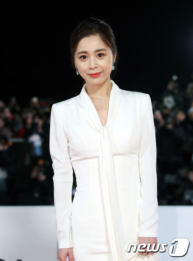 Thảm đỏ Rồng Xanh 2018: Kim So Hyun lấn át cả chị đại nhờ lột xác, Park Bo Young dọa fan giữa dàn siêu sao xứ Hàn - Ảnh 34.