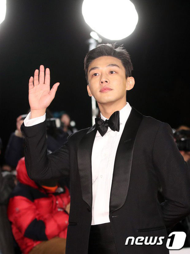 Thảm đỏ Rồng Xanh 2018: Kim So Hyun lấn át cả chị đại nhờ lột xác, Park Bo Young dọa fan giữa dàn siêu sao xứ Hàn - Ảnh 24.